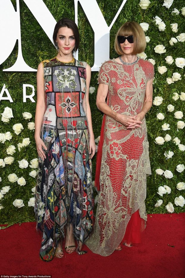 anna wintour(R) in maison margeila with bee Shaffer in Alexander Mcqueen