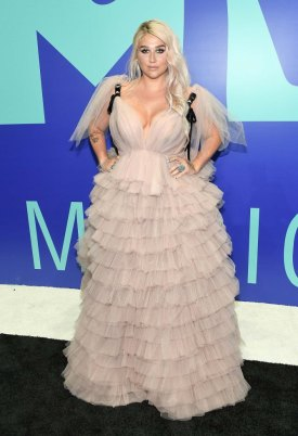INGLEWOOD, CA - AUGUST 27: Kesha attends the 2017 MTV Video Music Awards at The Forum on August 27, 2017 in Inglewood, California. (Photo by Matt Winkelmeyer/Getty Images)