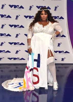 INGLEWOOD, CA - AUGUST 27: Lizzo attends the 2017 MTV Video Music Awards at The Forum on August 27, 2017 in Inglewood, California. (Photo by Alberto E. Rodriguez/Getty Images)