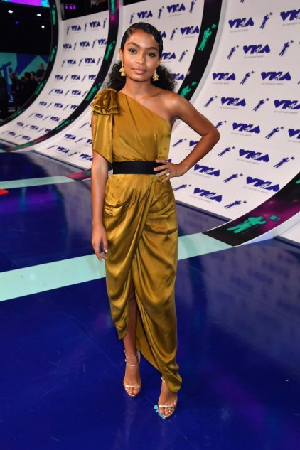 INGLEWOOD, CA - AUGUST 27: Yara Shahidi attends the 2017 MTV Video Music Awards at The Forum on August 27, 2017 in Inglewood, California. (Photo by Jeff Kravitz/FilmMagic)